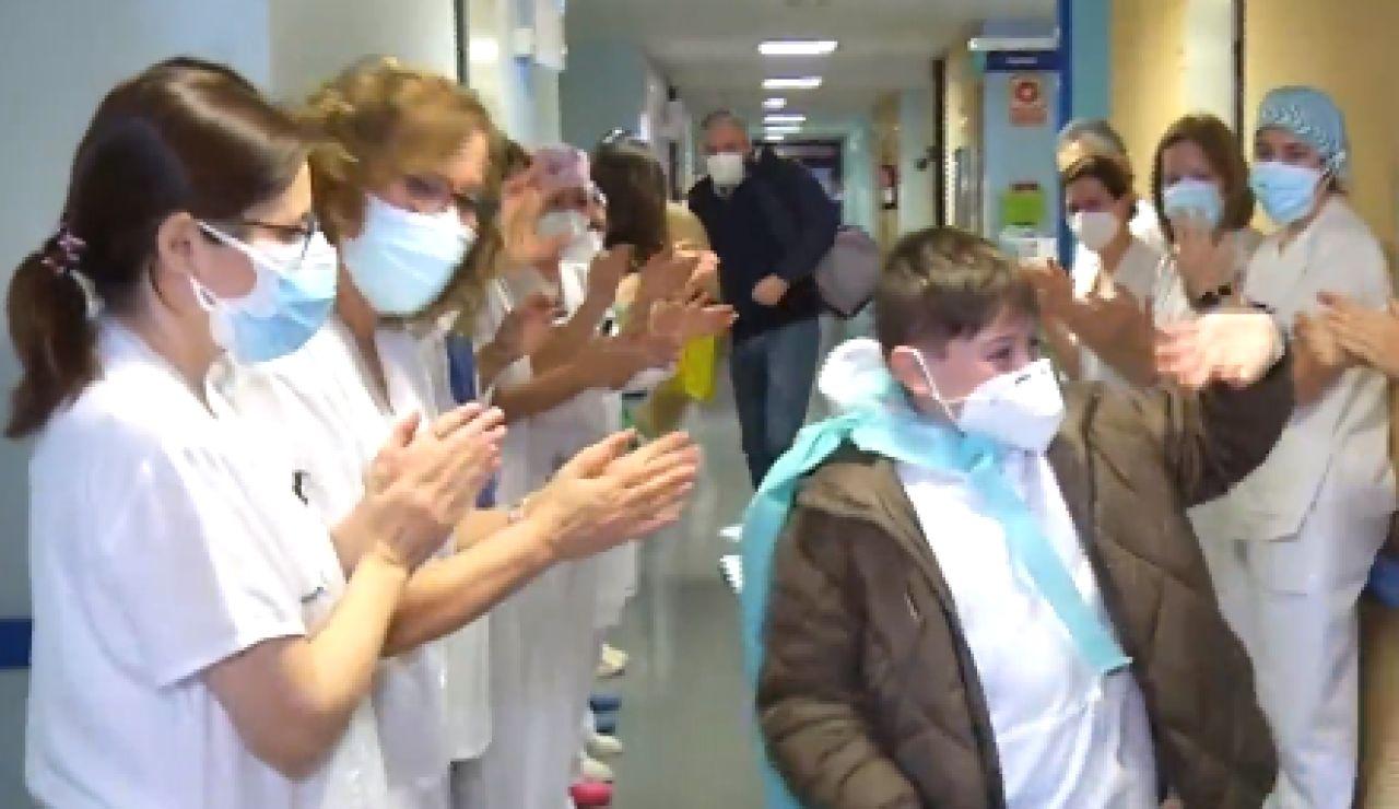 Recibe el alta médica Mateo, un niño de 10 años que ha permanecido en la UCI 11 días por coronavirus