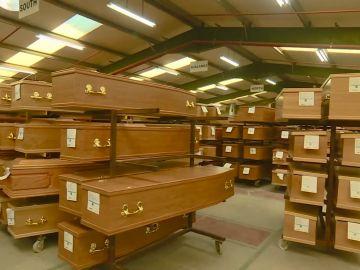 Las muertes por coronavirus desbordan las funerarias