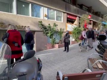 Largas colas en Correos para solicitar el voto por correo a las elecciones catalanas de 2021