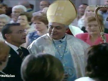 El obispo de Tenerife se vacuna contra el coronavirus sin respetar el turno