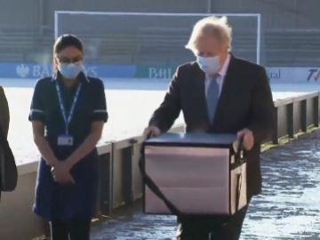 El ejecutivo británico considera que tienen derecho a quedarse con las dosis de la vacuna de AstraZeneca fabricadas en Reino Unido