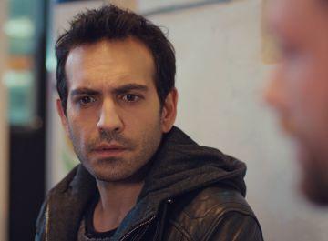 """Demir, al conocer el horrible pasado de Candan: """"Cuidaré de ella"""""""