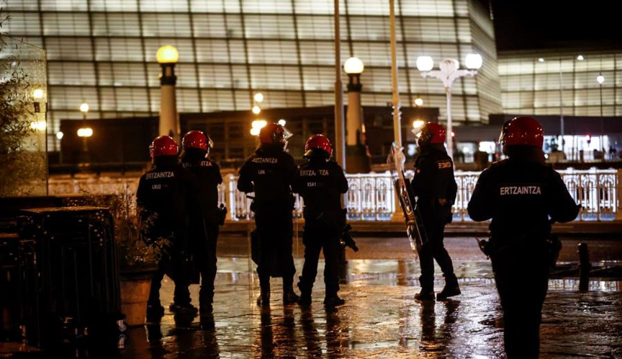 Detenido un menor de 15 años en nuevos altercados en San Sebastián protagonizados por unos 200 jóvenes