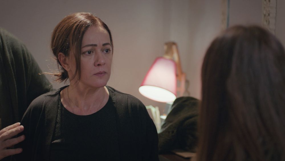Hatice obliga a Sirin a que les lleve ante Suat para encontrar a Bahar