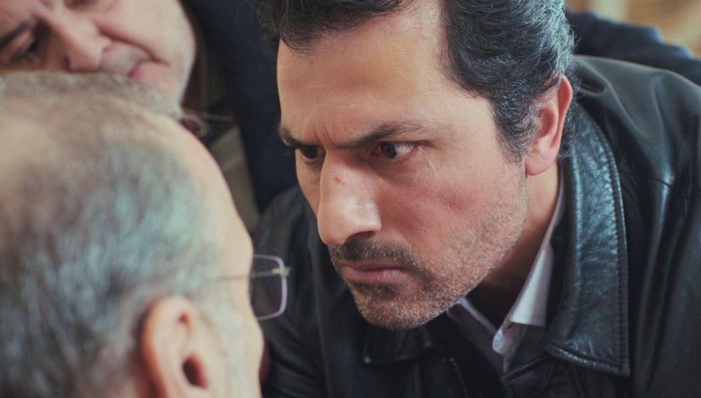 Arif y Enver se enfrentan a Suat: inician su propia investigación para llegar a la verdad