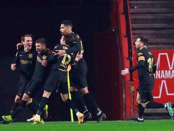 El Barcelona celebra un gol de Jordi Alba contra el Granada en el partido de cuartos de final de Copa del Rey