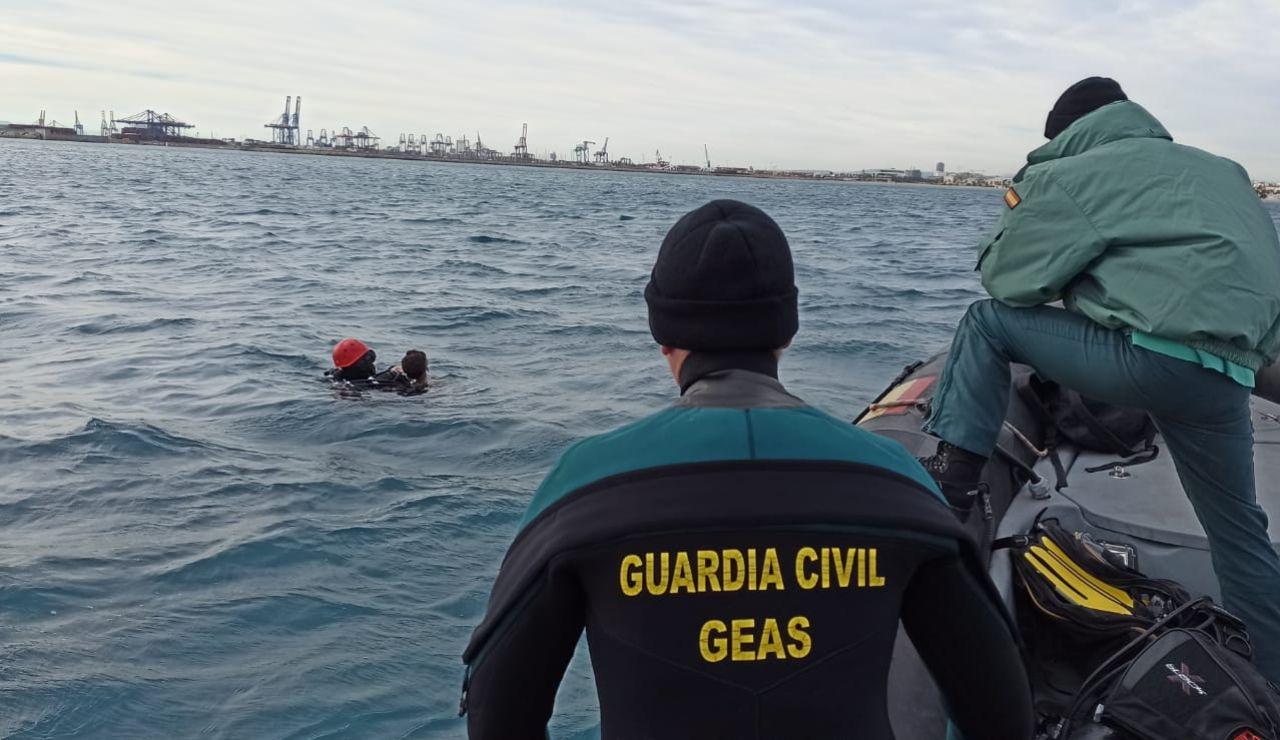 Localizan el cuerpo sin vida del joven desaparecido tras caer al mar en Valencia