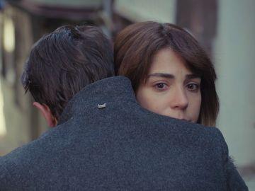 Ceyda se reencuentra con Emre, su gran amor, en el peor momento