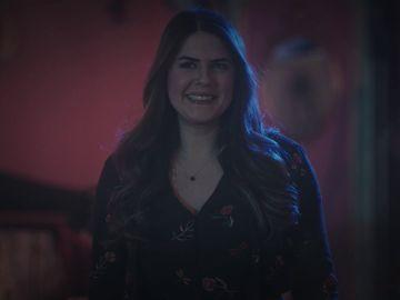 La tristeza pasa factura a Ceyda: delira en el escenario con Yeliz y acaba desmayándose