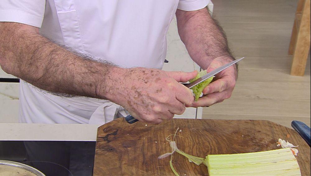 Aprende a limpiar el cardo: una verdura de invierno muy interesante