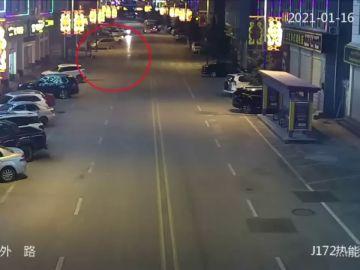 Un conductor borracho estampa su coche contra ocho vehículos durante una discusión con su mujer