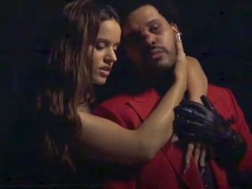 Rosalía y The Weeknd en el vídeo de 'Blinding Lights' Remix