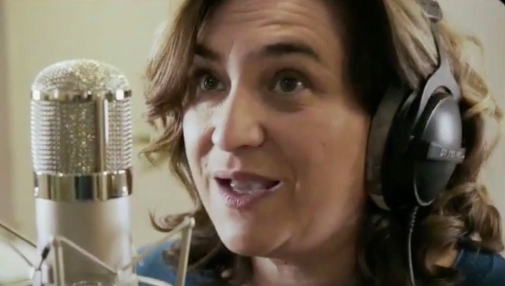 Ada Colau participa en el rap de Campaña de Comú Podem