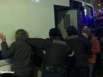 El vídeo que muestra las penosas condiciones en las que están detenidos los seguidores de Alexei Navalni