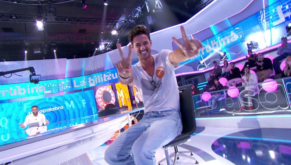 ¡Qué ritmo! Jorge Brazález baila y sube 'La bilirrubina' en 'Pasapalabra'