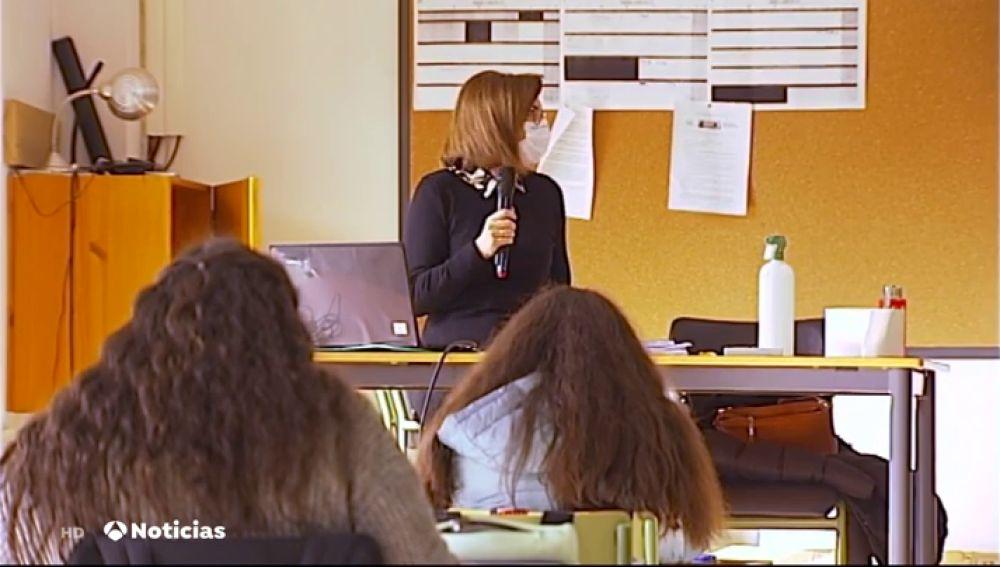 Micrófonos y altavoces contra el ruido de autopista en un instituto de Pontevedra