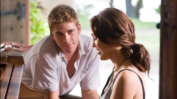 Miley Cyrus y Liam Hemsworth en 'La última canción'
