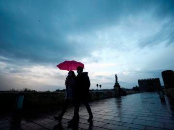 Hoy, precipitaciones en Península y Canarias y descenso de la temperatura