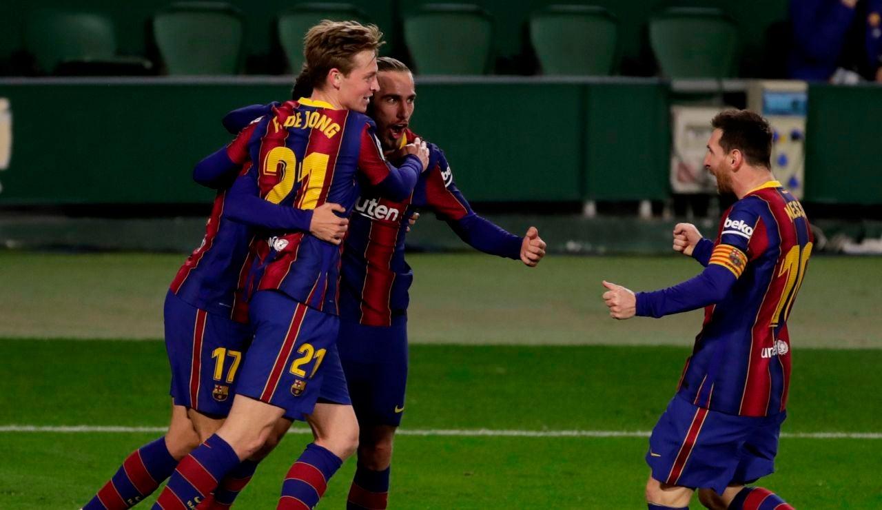 El Barcelona remonta al Betis en una segunda parte loca