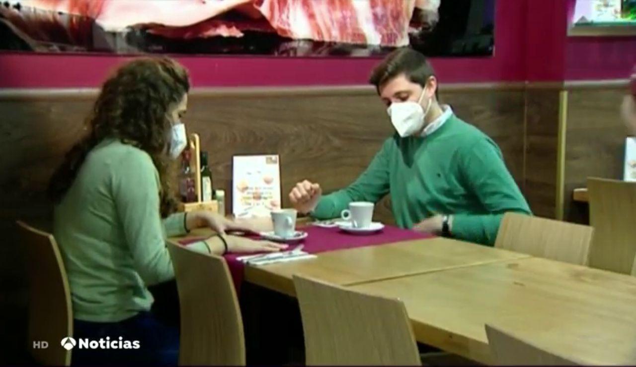 """El """"desayuneo"""", la nueva moda que ayuda a los hosteleros a pesar de las restricciones"""