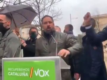 Lanzan piedras a Santiago Abascal en un acto de Vox de cara a las elecciones catalanas