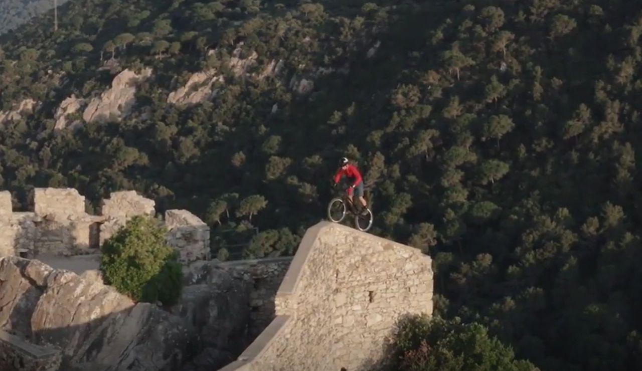 Polémica por el vídeo del 'rider' Pol Tarrés en el Castillo de Burriac, un recinto histórico protegido del siglo XI