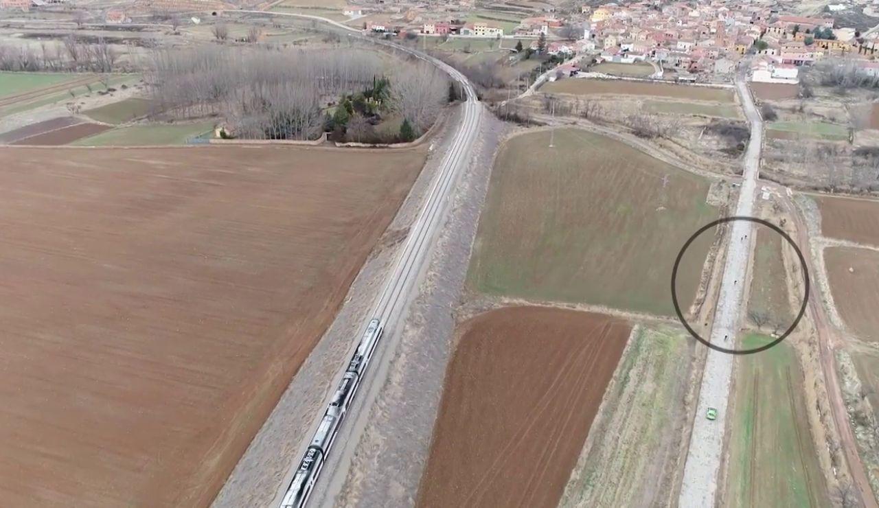 El tren contra ciclistas; el reto para mostrar la lentitud del ferrocarril Zaragoza-Teruel-Valencia