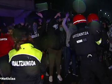 Los vecinos de Balmaseda protestan contra unos okupas a los que acusan de numerosos delitos