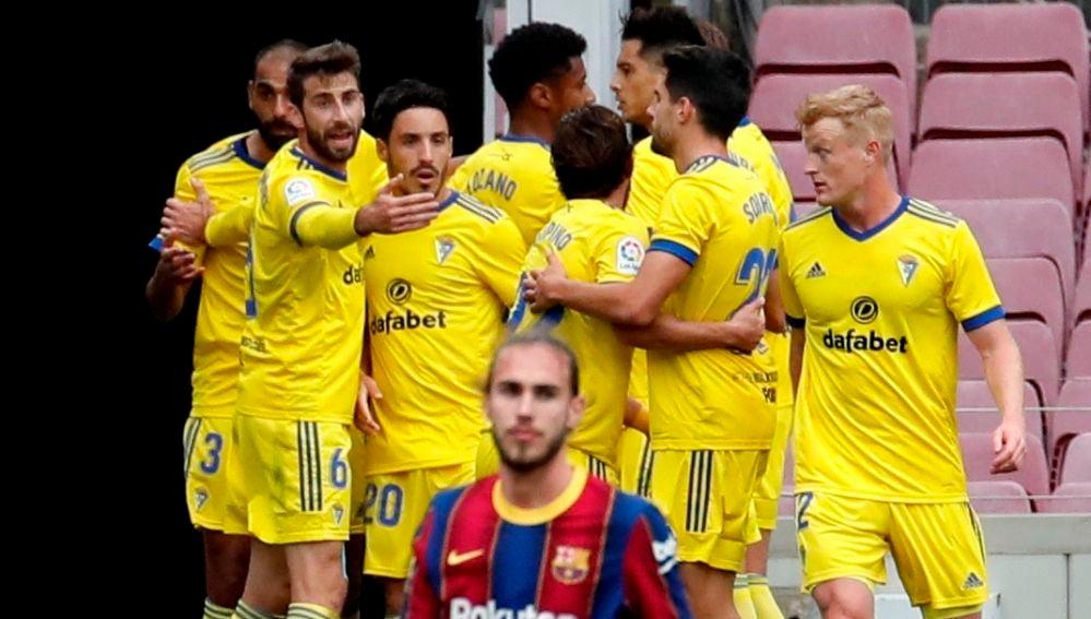 El Cádiz celebra el gol del empate ante el Barcelona