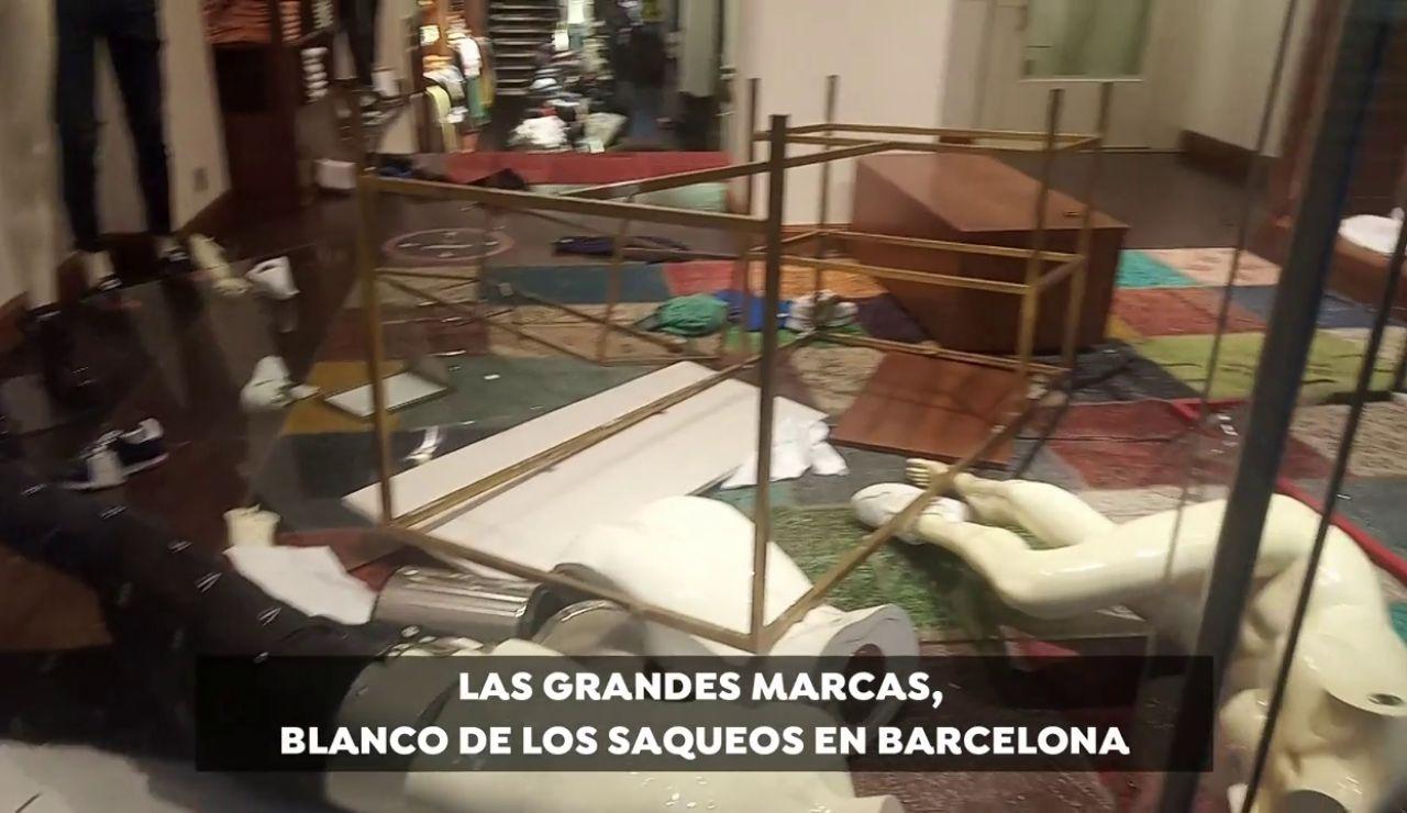 Guess, Nike, Tommy Hilfiger y otras grandes marcas, objetivo de los disturbios violentos en Barcelona