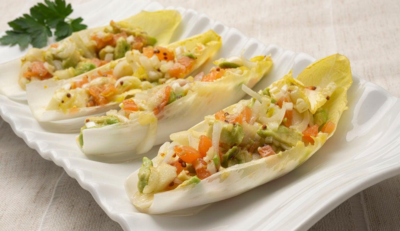 Receta de ensalada de endibias con salmón, pera y aguacate, de Karlos Arguiñano