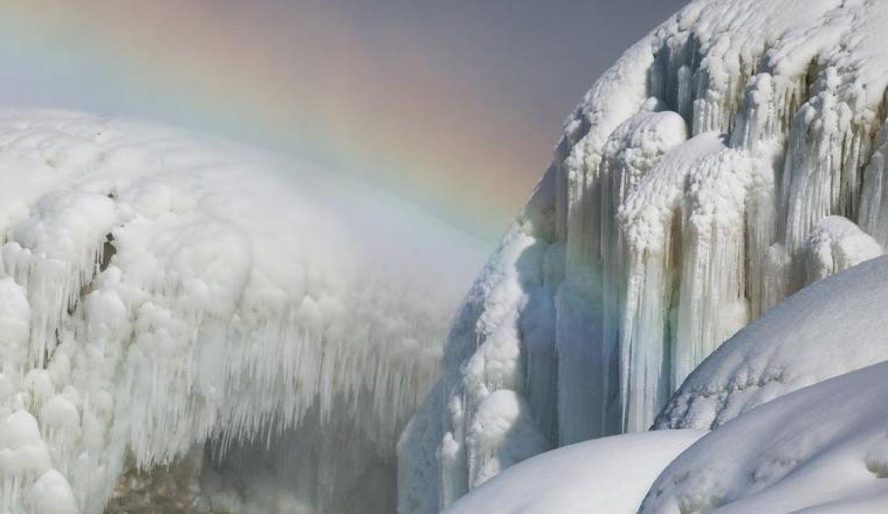 Las cataratas del Niágara congeladas.