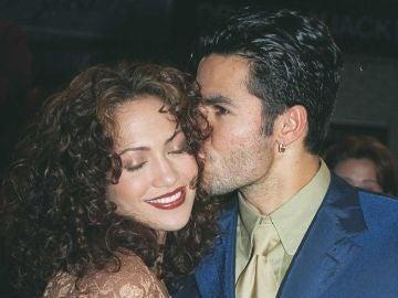 Jennifer Lopez junto a su primer marido, Ojani Noa