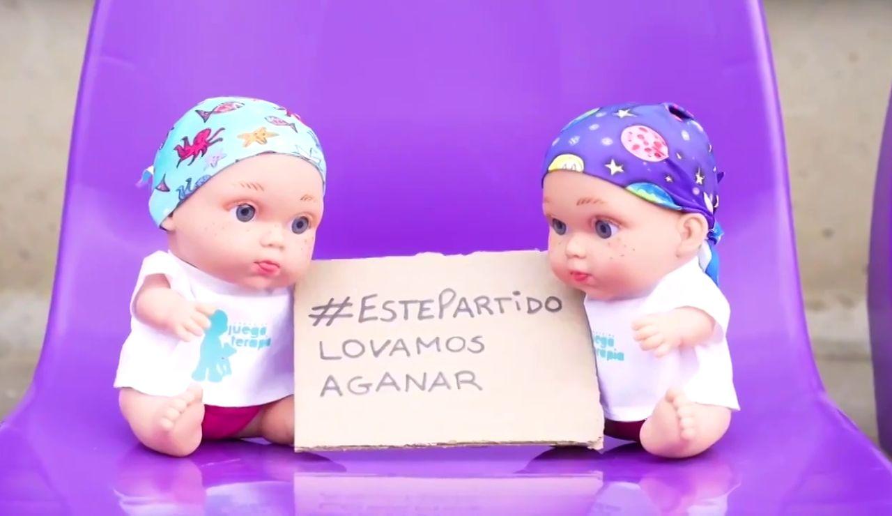 Más de 1.000 muñecos 'Baby Pelones' ocuparon el José Zorrilla ante el Madrid para visibilizar el cáncer infantil