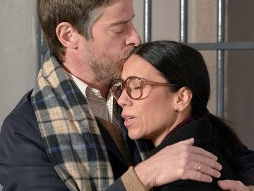 Al fin se hace realidad: El conmovedor abrazo de Marcelino y Manolita tras su salida de la cárcel
