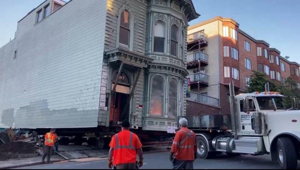 La mudanza 'a cuestas' de una casa victoriana de 139 años en San Francisco