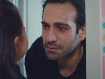 """Öykü y Demir, unidos ante la aparición de Asu: """"No me vas a dejar, ¿verdad, papá?"""""""