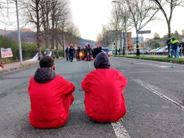 Sentada de los trabajadores de Tubacex en Llodio.