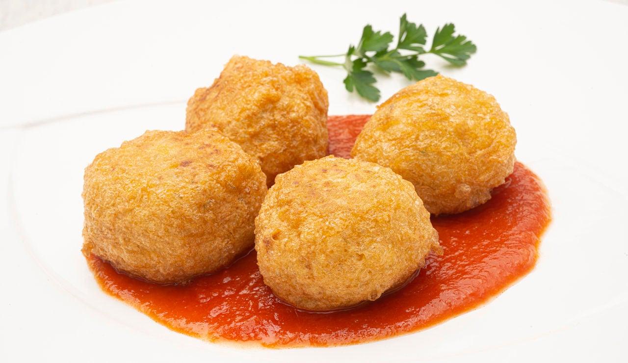 """La receta de Arguiñano que """"seguro que no habéis hecho nunca"""": croquetas de arroz con calamares"""