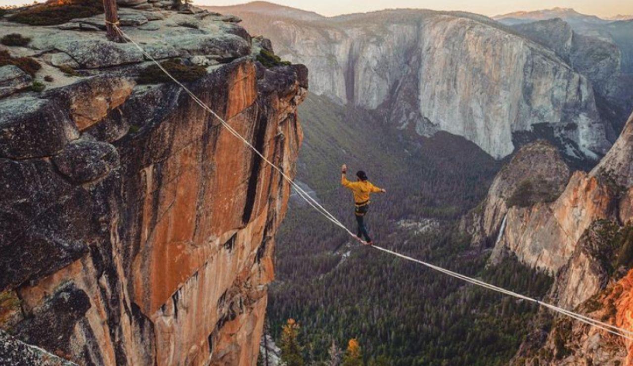 Ryan Robinson, el equilibrista que desafía la gravedad desalzo en los lugares más extremos del mundo