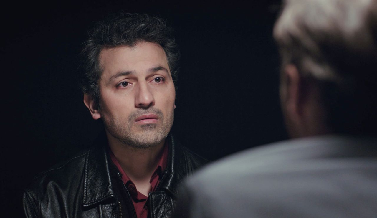 Arif arriesga su libertad por proteger a Bahar