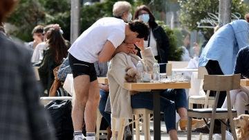 Íñigo Onieva sorprende a Tamara Falcó con un romántico beso