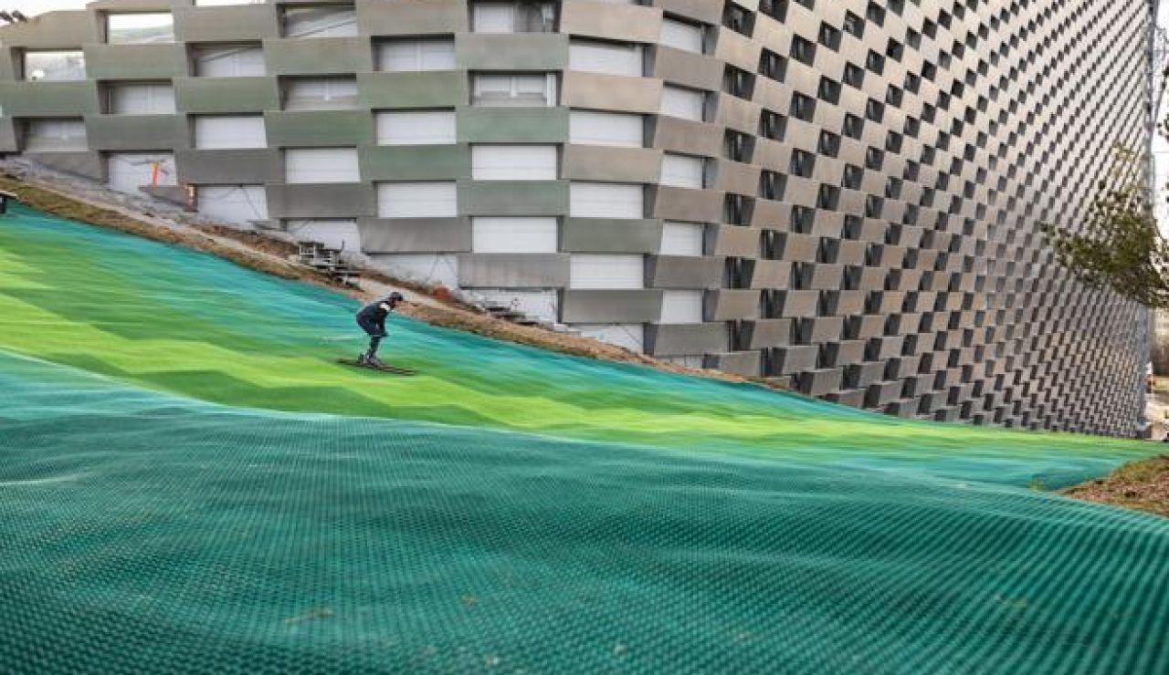 Copenhague convierte la azotea de una incineradora en una pista de esquí