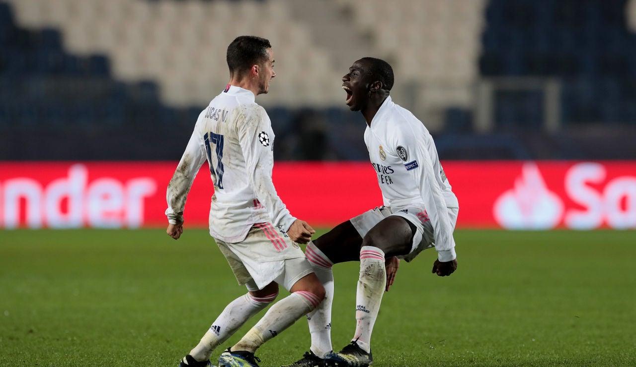 Lucas y Mendy celebran el gol del Real Madrid