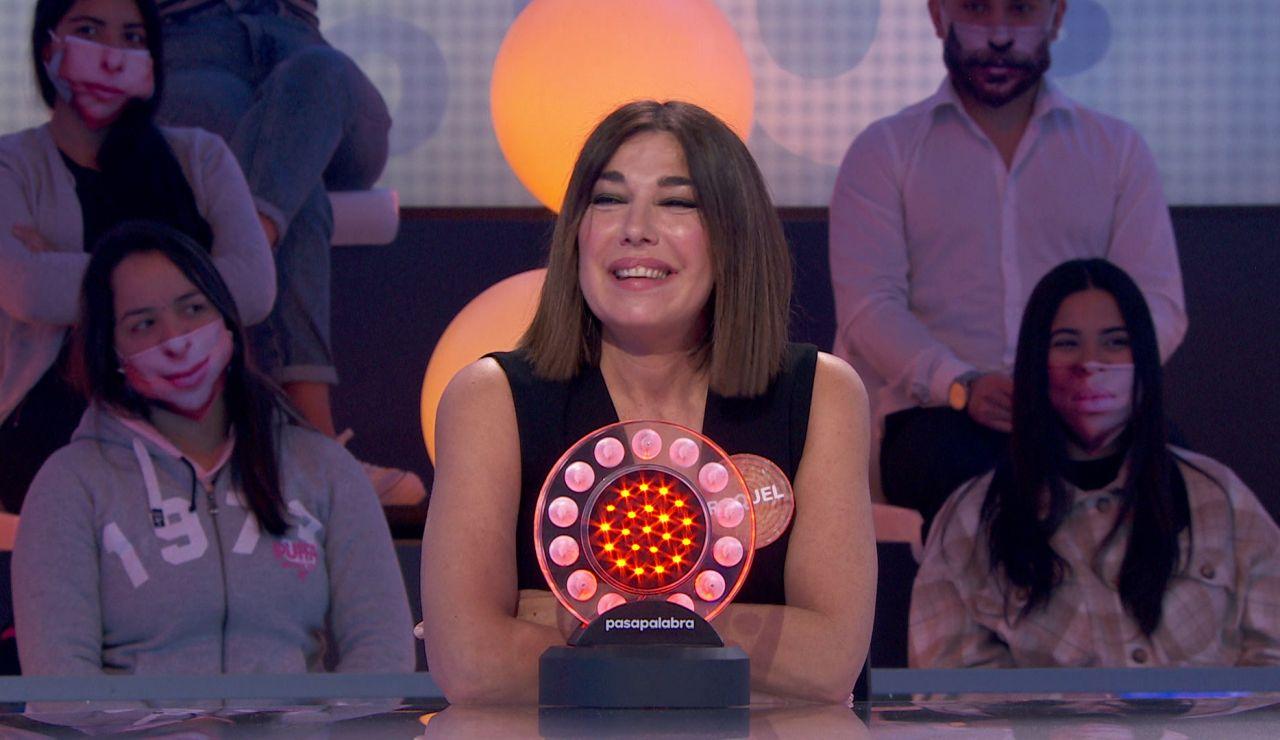 Jorge Fernández y Raquel Revuelta unen sus voces para entonar 'Y ¿cómo es él?'