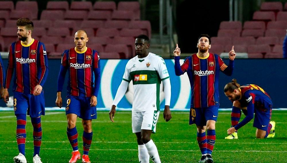 Leo Messi celebra un gol ante el Elche en el Camp Nou