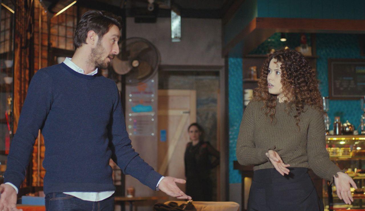 Idil, testigo del evidente flirteo entre Emre y Sirin
