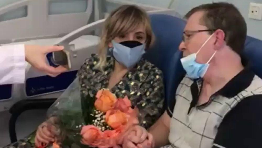 Una pareja de Vigo se casa en la habitación del hospital donde el marido está ingresado por cáncer