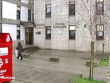 """Una profesora negacionista provoca protestas de padres en un colegio de Santiago de Compostela: """"adoctrina a los chavales"""""""