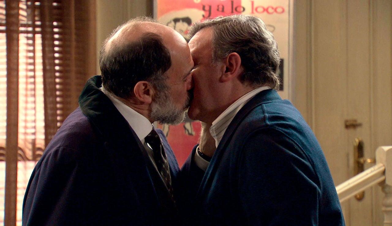 Antonio y Miguel, sin miedo: se desata el amor entre ambos